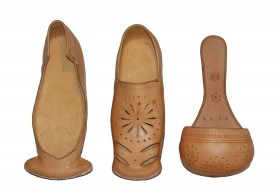 Natural poulaines (pointy) shoes based on 16th Century originals