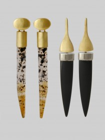 Drop Earrings with Agate stones: 1 with posts 1 with french hook fittings. 18K yellow gold